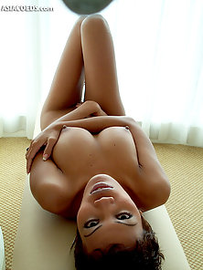 Short Hair Filipina Babe Give Awesome Pose to Expose Her