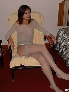 Chinese Babe Shows Her Hairy Pussy and Enjoyed the Pleasuring Action