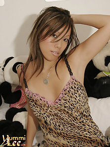 Beautiful Lee Wearing Sexy Lingerie and Displaying Her Hot Poses on Her Bed