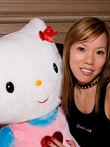 Sexy Yummi Lee Strips Her Black Shirt and Play with Her Teddy on Her Bed