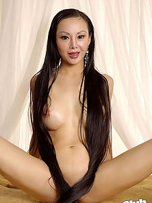 Sexy Nude Brunette Babe Ange Venus Screening Her Nude Hot Body in Doggy Style