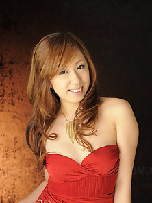 Hot blonde Yurina shows her big boobs during photo shooting session