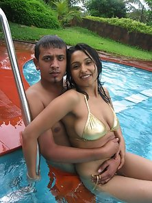 Hottest Pakistani Babe Displays Her Sexy Body in a Pool with Her Bf
