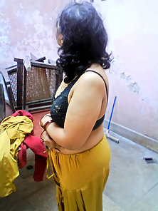 Mumbai Indian Babe Display Her Huge Boobs and Fatty Body in Naughty Styles