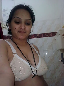 Beautiful Indian Wife Shows Her Nice Tits