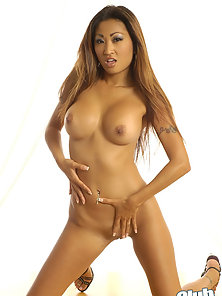 Perky Titted Nicole Oring Show-Off Her Fully Nude Body in Huge Excitement