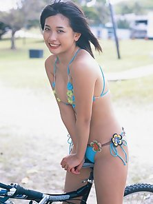 Young Mami Yamasaki in Expose Her Hot Poses in Here